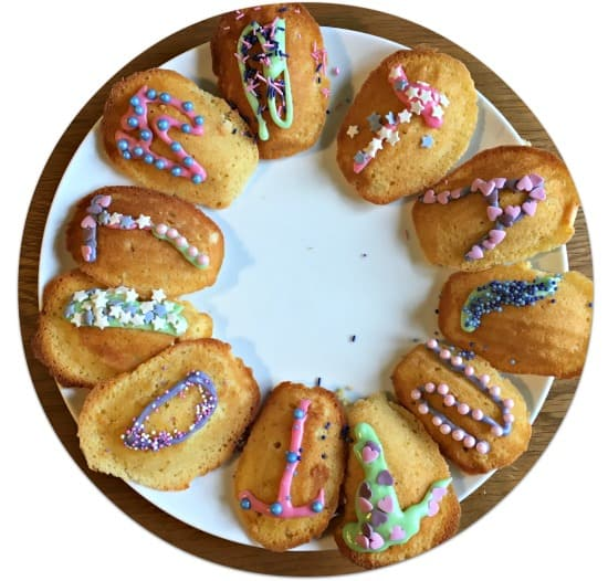 This weekend my daughter made her favourite Madeleines and then using icing colours and decorations from Dr. Oetker, she made them look very pretty