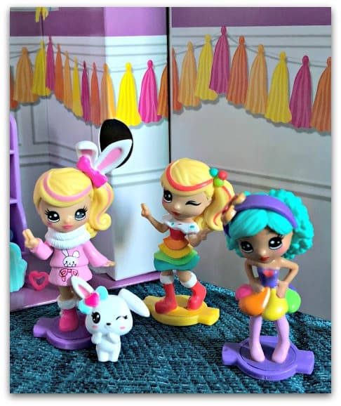 The Party Popteenies are ready to party with great hair and clothes, cute pet friends and amazing accessories