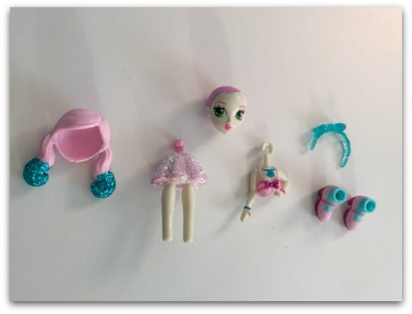 Off The Hook Dolls all come apart easily and the accessories and outfits can be mixed and matched